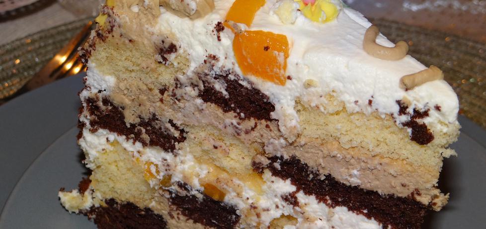 Tort szachownica z brzoskwiniami przekładany masą cappuccino i ...