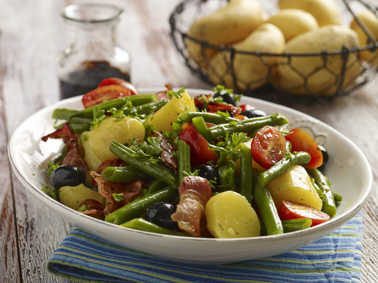 Włoska sałatka z ziemniakami i zieloną fasolką