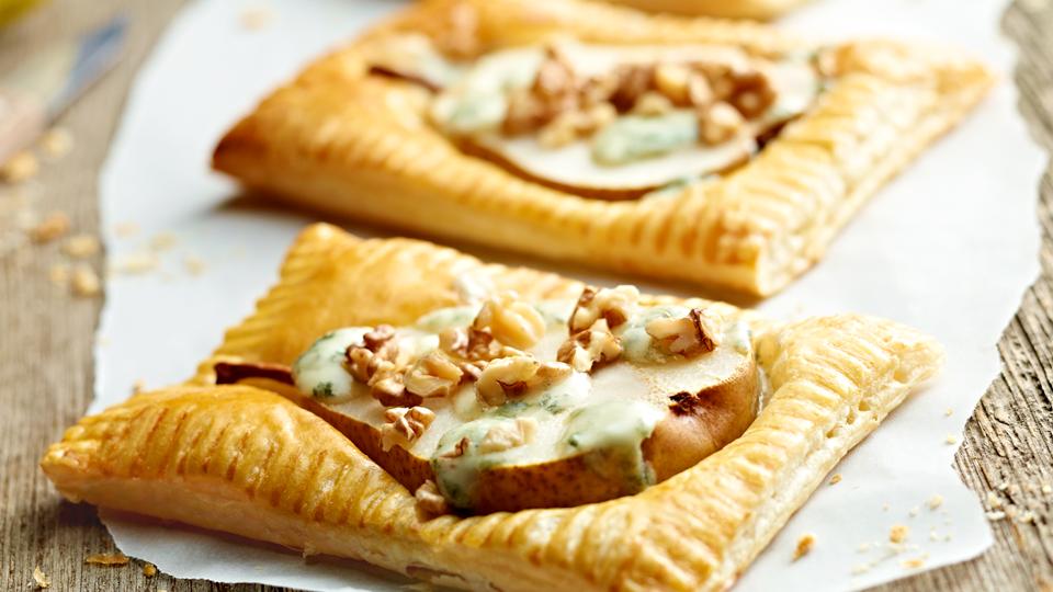 Przepis na tarty z gruszką i gorgonzolą