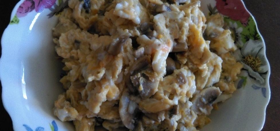 Jajecznica z pieczarkami (autor: habibi)