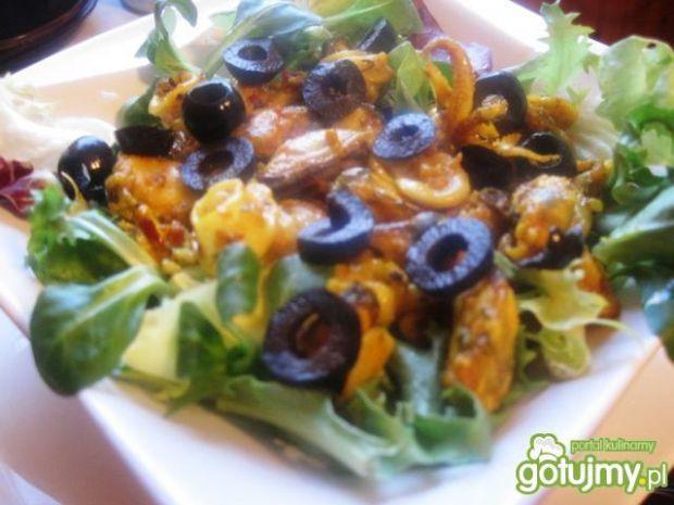 Przepis  sałatka  owoce morza o smaku curry przepis