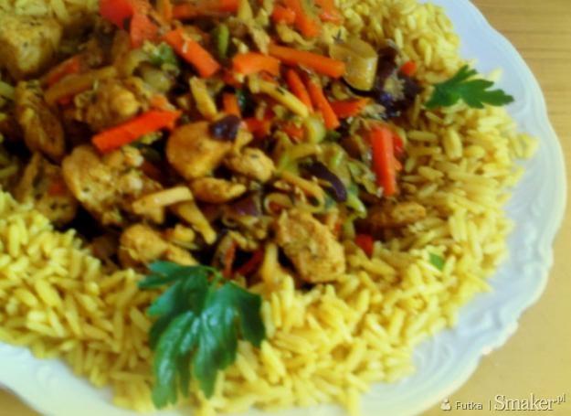 Kurczak curry z warzywami i ryżem pełnoziarnistym