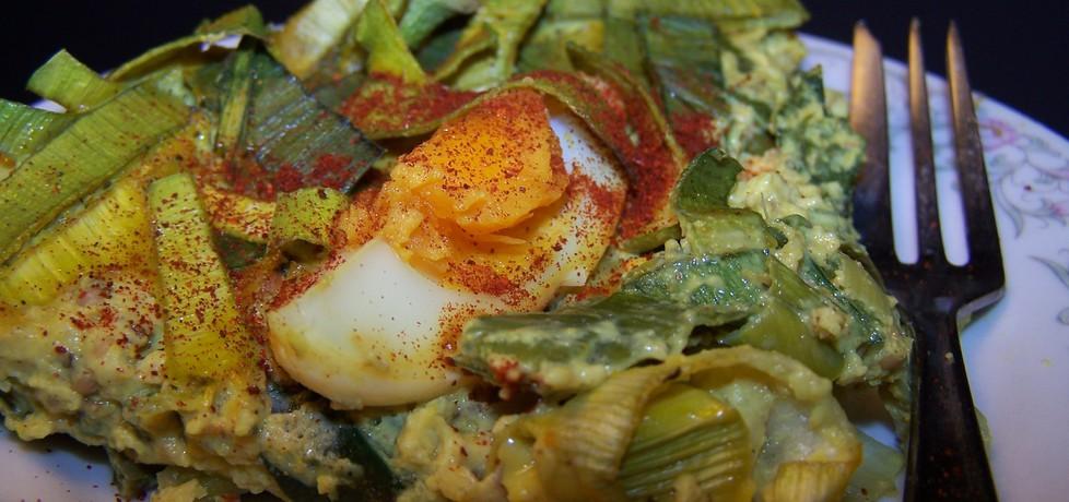 Por zapiekany w sosie jajeczno