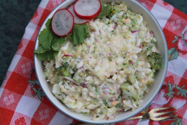 Przepis  sałatka z brokuła i serka wiejskiego przepis
