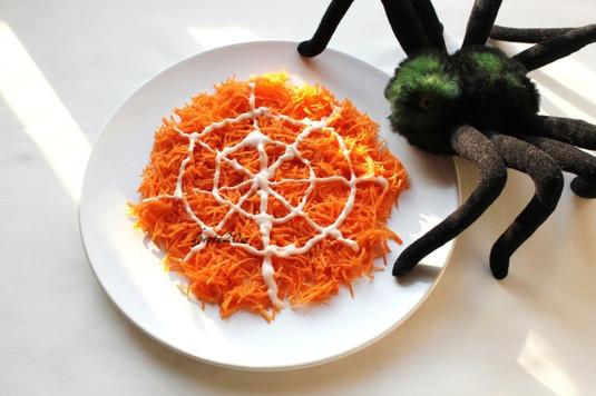 Pajęczyna  surówka z marchewki z sosem serowym na słodko ...