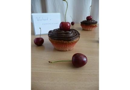 Cupcakes z czereśniami i czekoladowym kremem