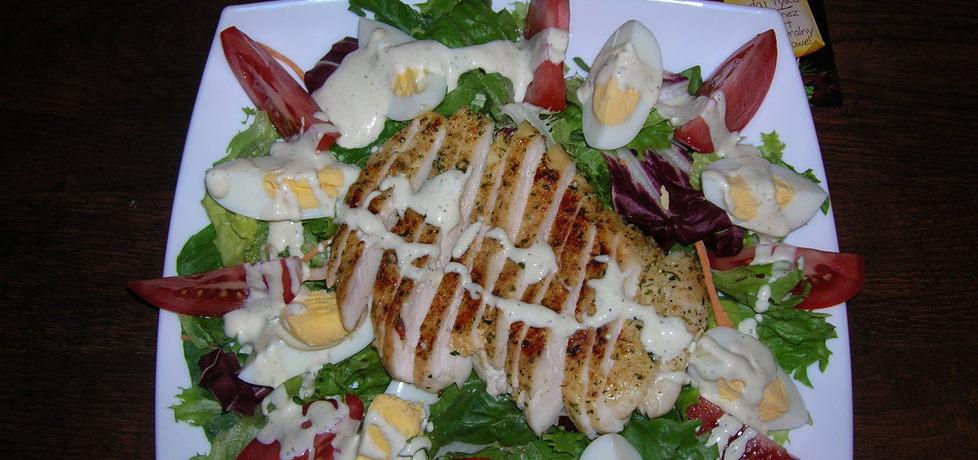 Sałatka z soczystym kurczakiem (autor: izabela77)