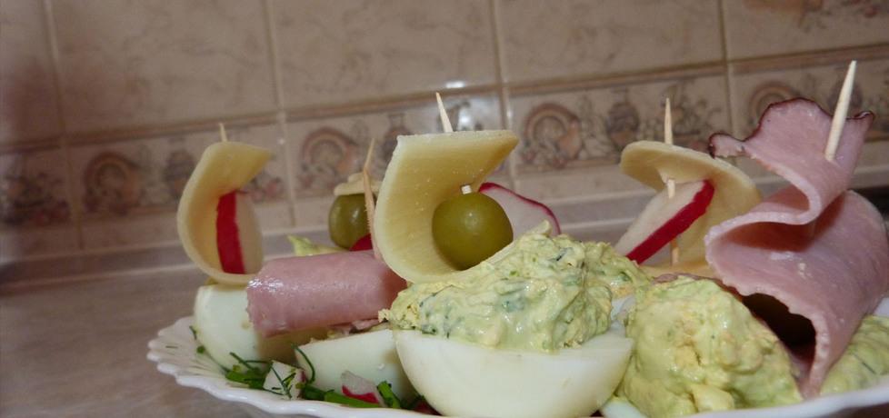 Łódeczki na zielonej trawce czyli jajka faszerowane (autor: marynaa ...