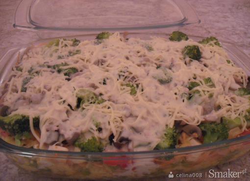 Makaron zapiekany z mięsem i warzywami