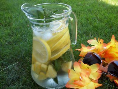 Napój hawajskie orzeźwienie z ananasem i miętą