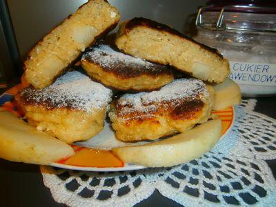 Racuszki drożdżowe z serem i gruszkami