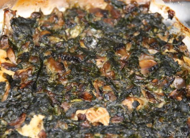 Filety z pstrąga pod kołderką ze szpinaku i pieczarek