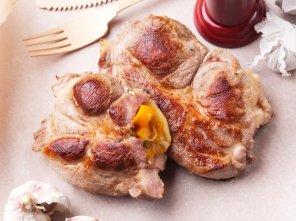 Kotlety z karkówki z papryką i żółtym serem