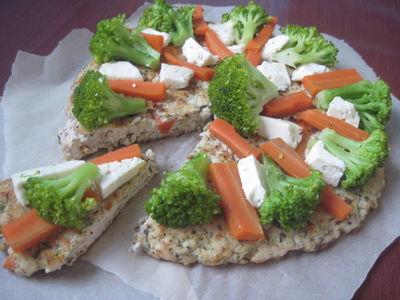 Placek z nóżek kurczaka z warzywami i serem