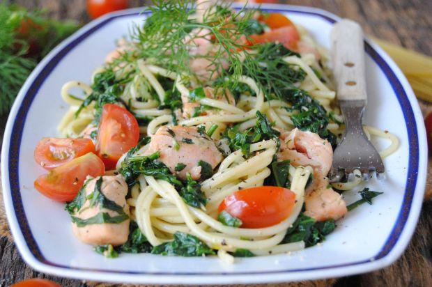 Przepis  spaghetti z łososiem i szpinakiem przepis