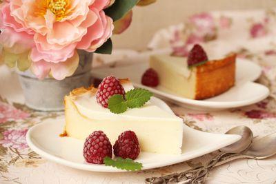 Sernik waniliowy z jogurtową polewą