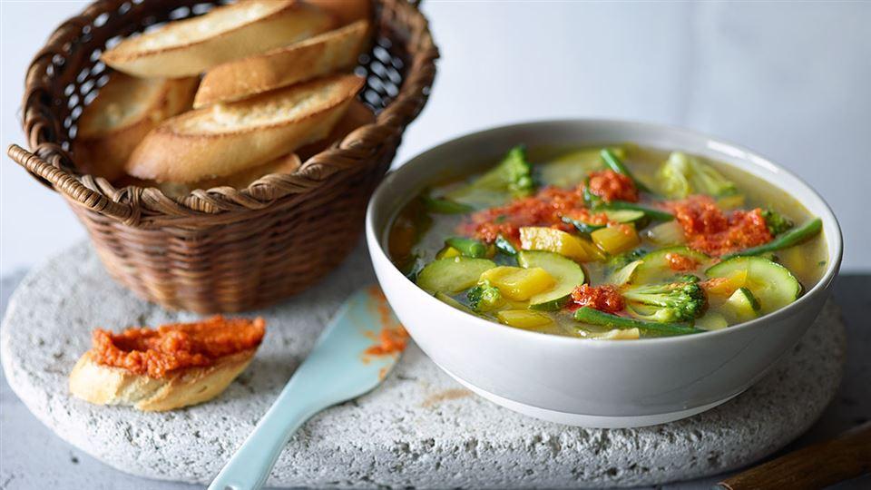 Przepis na minestrone z pesto z pomidorów