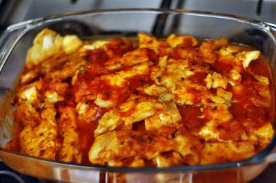 Placuszki z kurczakiem w sosie bolonese.