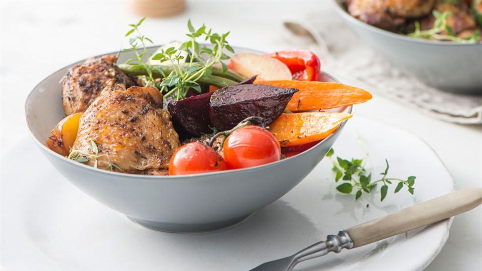 Przepis na udka kurczaka z pieczonymi warzywami