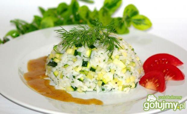 Przepis  ryż z cukinią,czosnkiem i koperkiem przepis