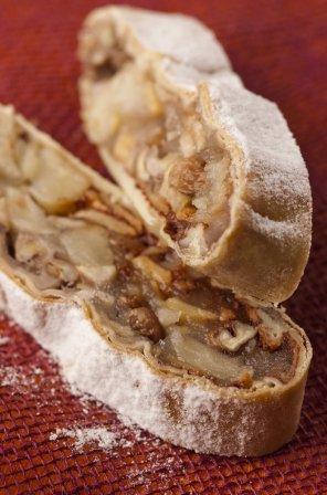 Strudel z jabłkami i orzechami  prosty przepis i składniki