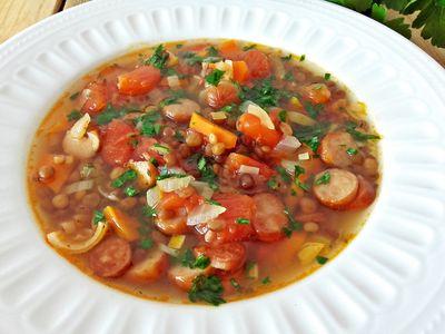 Zupa z czerwoną soczewicą i frankfurterkami