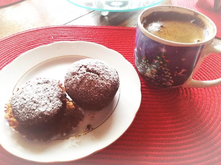 Razowe muffinki czekoladowe z żurawiną