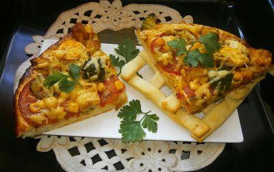 Pizza warzywna z jajkiem i kurczakiem