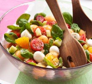 Sałatka z melonem i mozzarellą  prosty przepis i składniki