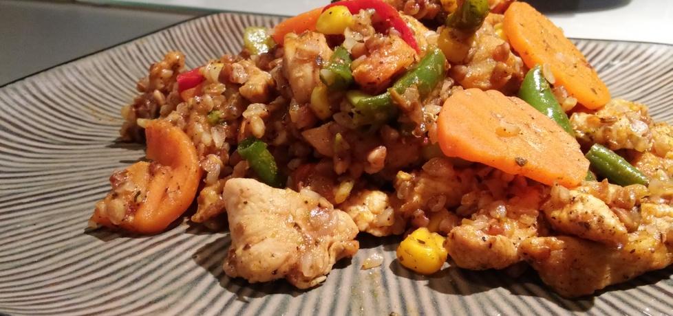 Kaszotto z kurczakiem i warzywami. (autor: gerard.sz ...