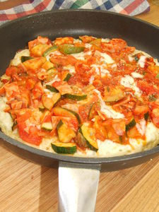 Pizza makaronowa z cukinią