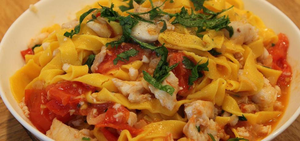 Szafranowe tagliatelle z dorszem w pomidorach (autor: iwonadd ...