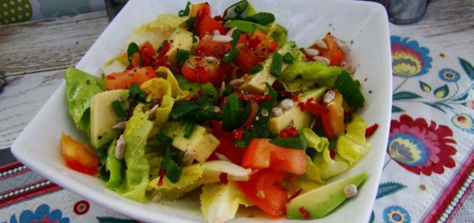 Wiosenna sałatka z pomidorem i słonecznikiem (autor: iwa643 ...