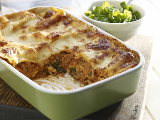 Mięsna lasagne ze szpinakiem i ziołami