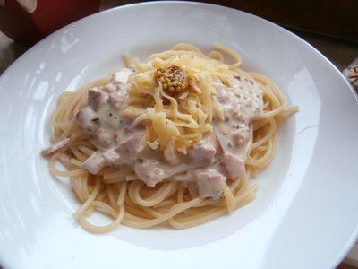 Spaghetti z sosem śmietanowo – musztardowym