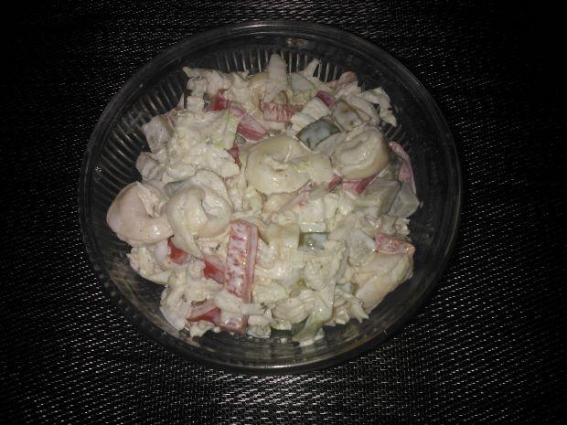 Przepis  sałatka z kapustą pekińską i tortellini przepis