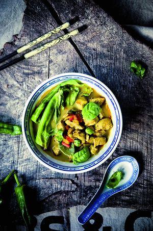 Tajski rosół z żółtą pastą curry  prosty przepis i składniki