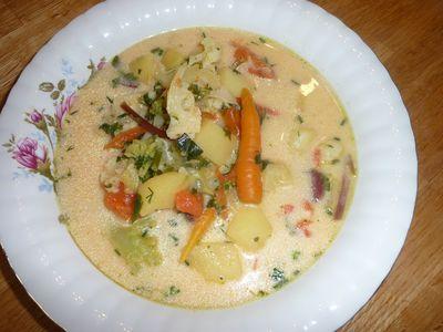 Wspaniała zupa z młodych warzyw zabielana