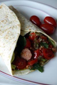 Tortilla wraps z szynką,warzywami i ziołowym serem ...