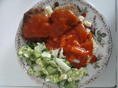 Kotlety mielone z makaronem w sosie pomidorowym ...