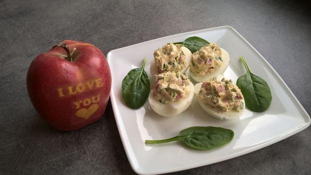 Przepis  jajka faszerowane szpinakiem i salami przepis
