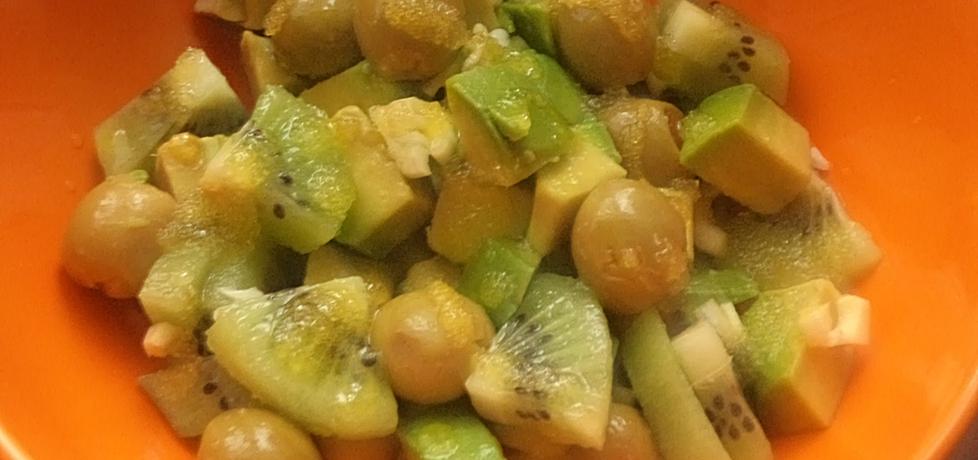 Sałatka z kiwi , awokado i zielonych oliwek . (autor: smacznab ...