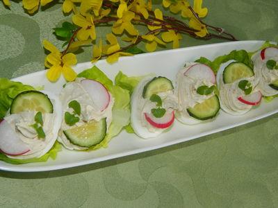 Jajka faszerowane białym serem i tuńczykiem