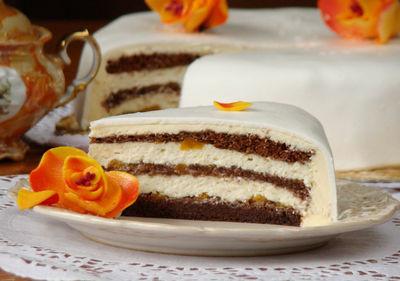 Tort piernikowy z kremem budyniowo – serowym