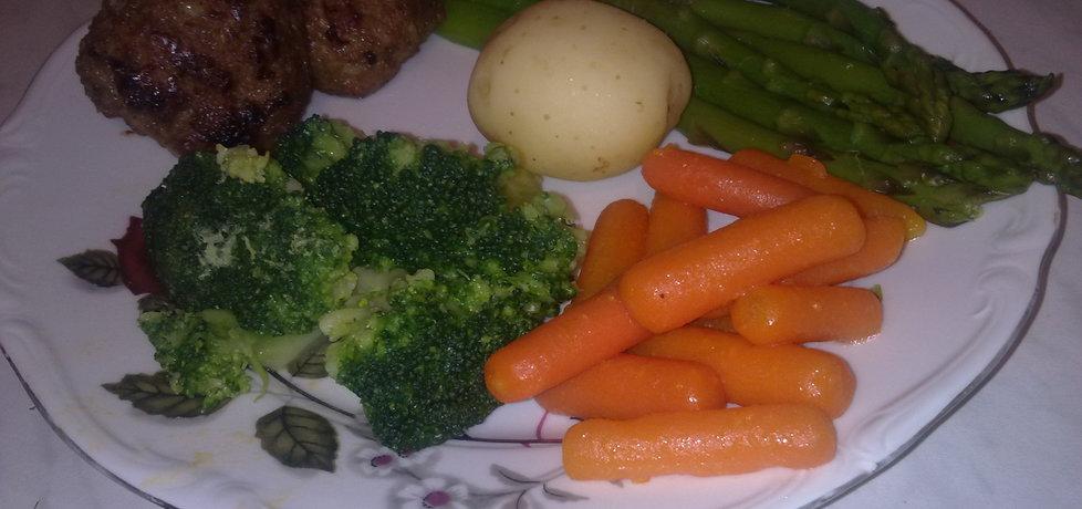 Gotowane szparagi z marchewką i brokułami (autor: natalkac ...