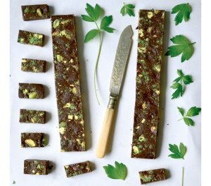 Czekoladki z pistacjami i lubczykiem