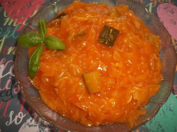 Przepis  kapusta z cukinią w sosie pomidorowym przepis