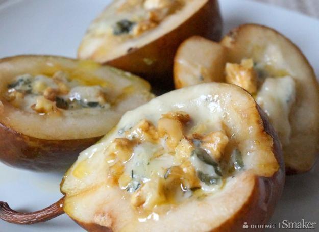 Gruszki nadziewane serem pleśniowym i orzechami