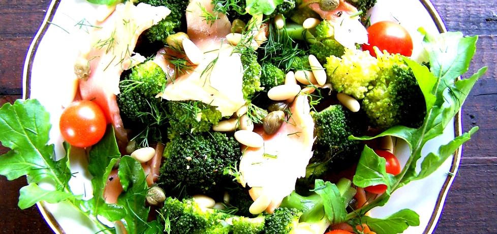 Sałatka z brokułem i łososiem (autor: caralajna)
