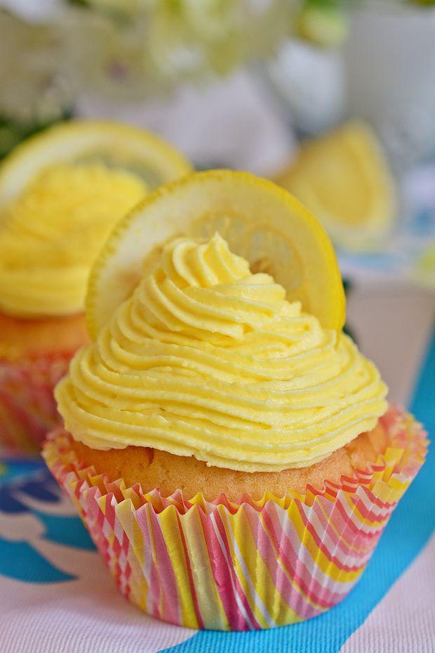 Przepis  cytrynowe babeczki z lemon curd przepis